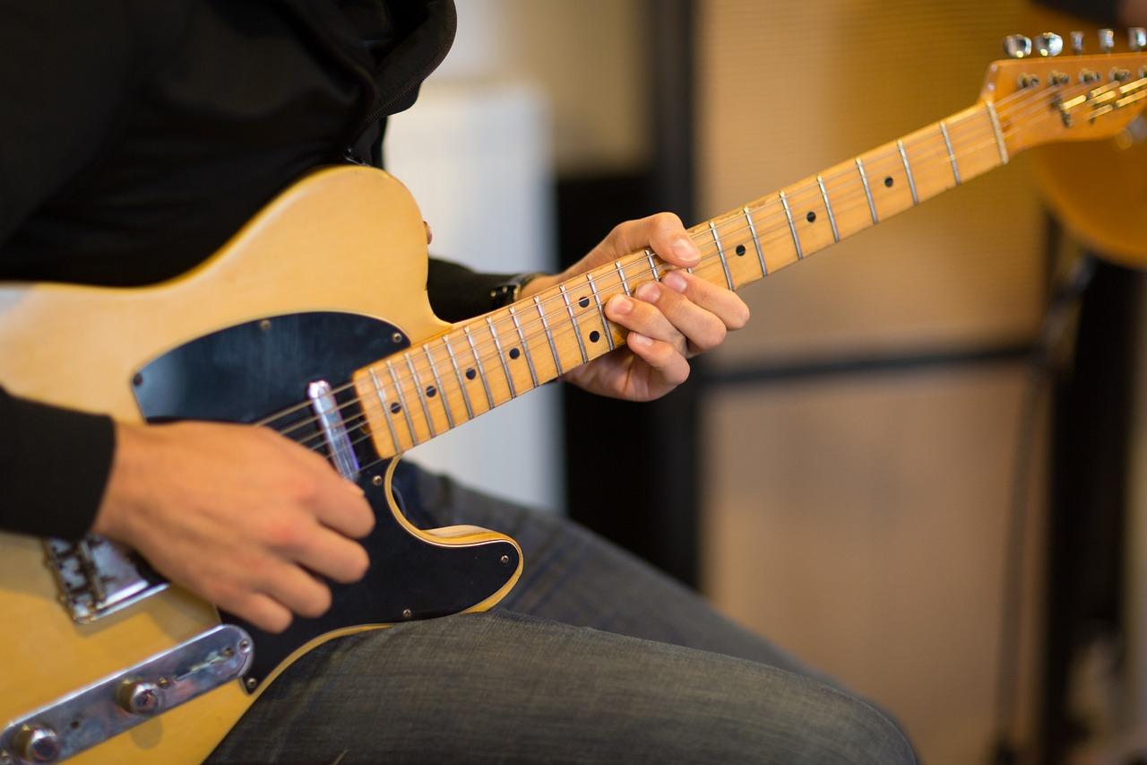 エレキギターを弾くなら知っておきたい!17個のパーツ名称と役割解説!